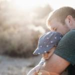La Comisión Europea propone ampliar a 4 meses los permisos de paternidad