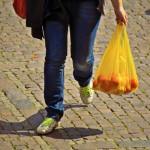 El Gobierno español prevé prohibir las bolsas de plástico en los comercios en 2020